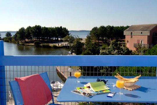 Viaja a Las Landas esta Semana Santa y disfruta de 4 noches en el Hotel Residence du Port, situado junto al lago Hourtin.