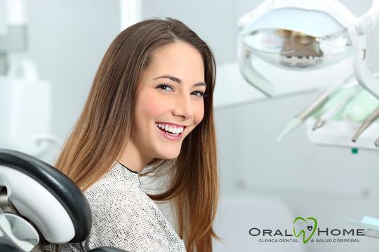 Presume de una sonrisa más blanca gracias a este blanqueamiento dental de larga duración en Oral Home ¡incluye limpieza dental, pulido, revisión y diagnóstico!