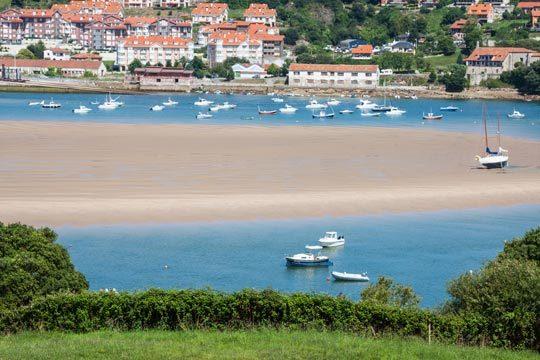 2 o 3 noches con desayunos y cenas en la Posada de la Ceña ¡Déjate seducir por el mar y la montaña de Cantabria!