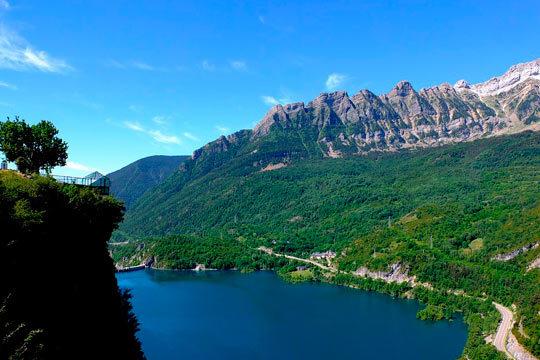 Escápate a la montaña en agosto y distruta de 2 noches con desayunos en el hotel La Paz ¡Incluye rafting en Murillo de Gallego!