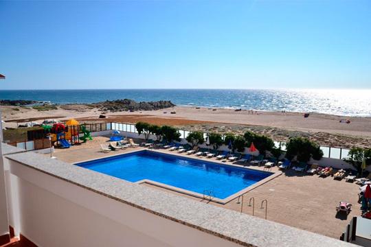 Relájate en la tranquila playa de Santo André y desconecta de los problemas. Aprovecha la estancia de 7 noches en hotel de 4 estrellas ¡Incluye desayuno!