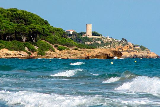 Disfruta tus vacaciones en el Mediterráneo en un fabuloso apartamento junto a Miami Playa en la Costa Dorada