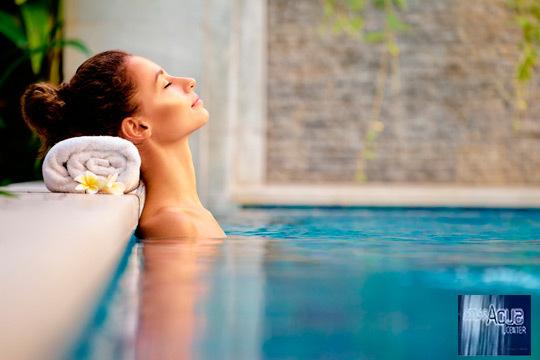 Relájate gracias a los baños de aromas, piscina de hidroterapia, jacuzzis y mucho más en el balneario urbano Atlas Aqua Center ¡Un lujo para desconectar del día a día!