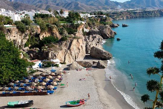 Este verano relájate en las playas de Nerja con 7 noches de alojamiento en un coqueto apartamento para 4 personas ¡Varias fechas para elegir!