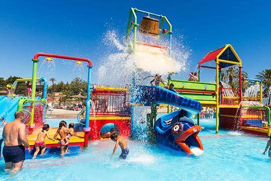 Pasa un divertido día en familia en el Aquópolis Cullera ¡El mejor precio en entradas de niño o adulto!