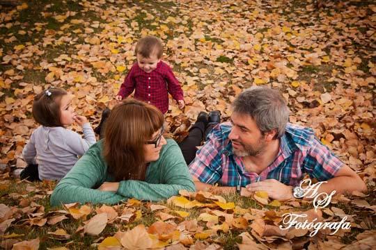 Disfruta de bonitos recuerdos de tu familia con esta sesión fotográfica de estudio ¡Incluye 15 fotografías en resolución web y 3 imágenes retocadas e impresas!