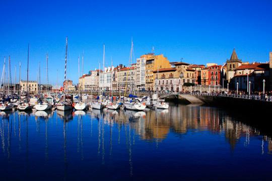 En mayo aprovecha las festividades y escápate a la costa de Gijón en una escapada única ¡4 noches en habitación doble en el Hotel Piedra!