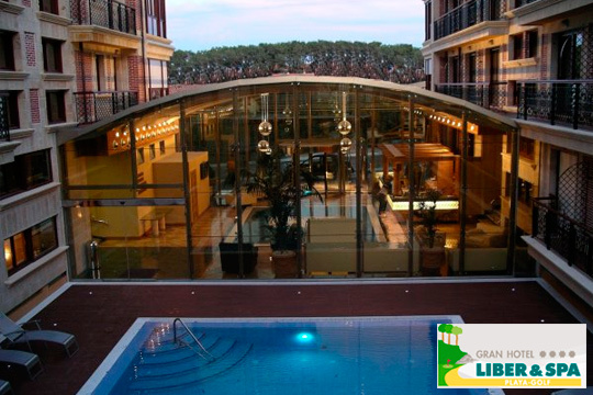 Noche con desayuno + circuito Spa + botella de cava en el romántico Gran Hotel Liber & Spa Playa Golf de Noja ¡Cantabria te espera!