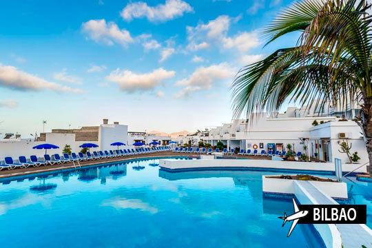 Disfruta del verano en las cálidas playas de Lanzarote ¡Relájate en una isla con mucho que ofrecer!