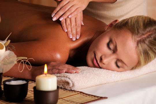 Disfruta de los beneficios de la aromaterapia y las velas con un completo masaje en Leyton ¡El auténtico bienestar!