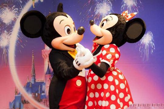 ¡Vive la Navidad en Disney! Estancia de 2 noches con desayuno en hotel 3* y entradas al Parque