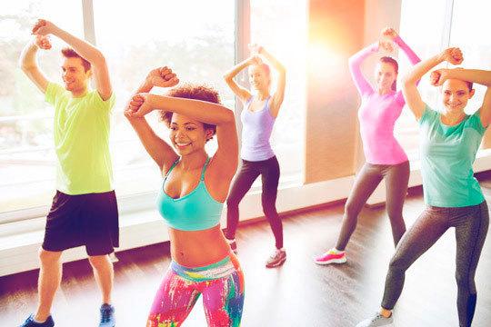 Ponte en forma y diviértete con 4 clases de zumba en Escuela de Baile Swing ¡Baila, haz deporte y diviértete!