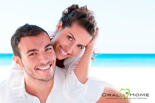 Cuida tus dientes y mantén una sonrisa bonita con un empaste simple, revisión de la boca y diagnóstico en Oral Home ¡Los mejores profesionales del sector!