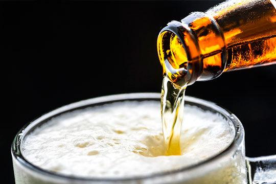 Descubre las distintas variedades de cervezas artesanas en el Bar Gudiri ¡Incluye picoteo de patatas bravas y croquetas!