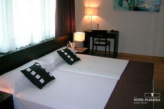 ¡Alójate en el Hotel Plazaola para una escapada inolvidable! 1 o 2 noches con desayuno, cena y visita a una quesería con opción a Spa