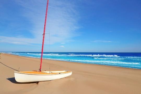 Rélajate en la costa valenciana y date un buen baño en las playas de Gandia. Alojate por 7 noches en Apartamentos Gandia- Daimuz y disfruta de la cercanía al mar