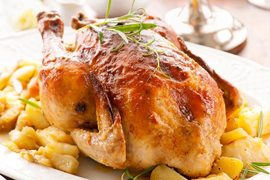 ¡Cuelga el delantal por un día! Menú de pollo asado con patatas, pimientos y bebida a recoger en Como en Casa