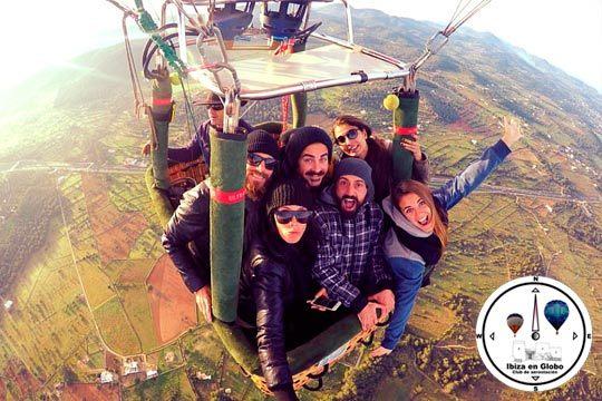 ¡El viaje más emocionante de tu vida está por llegar! Vuelo en globo por tierras ibizencas con brindis de altura y desayuno