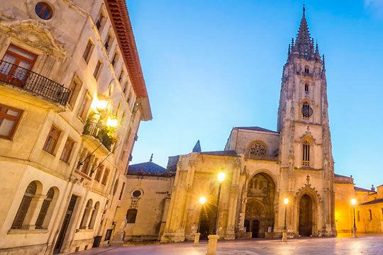 Descubre una de las ciudades más bellas de Asturias con 1 o 2 noches con desayuno y cena en el hotel City House Las Lomas de Oviedo