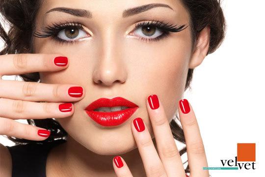 Dale color a tus uñas y luce unas bonitas manos con una completa manicura Spa, manicura semipemnente Shellac o manicura con extensiones de gel en el Centro Velvet