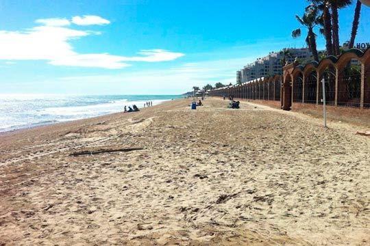 Disfruta de la playa en familia o entre amigos con 4 noches en un apartamento de Marina Park en Oropesa