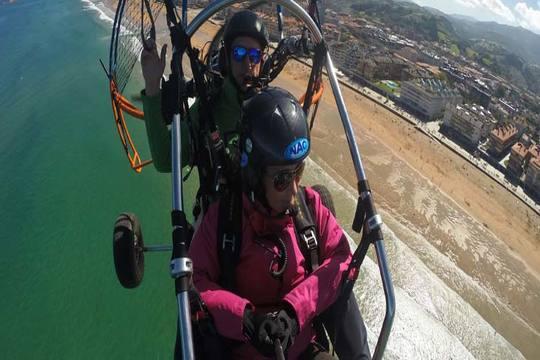 Disfruta de Navarra desde las alturas con un vuelo en paramotor biplaza ¡Te encantará sentir que vuelas!