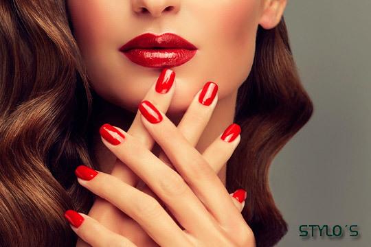 Cuida tu cabello con esta sesión de peluquería con peinado ¡Finaliza el tratamiento de belleza con una manicura con esmaltado de larga duración!