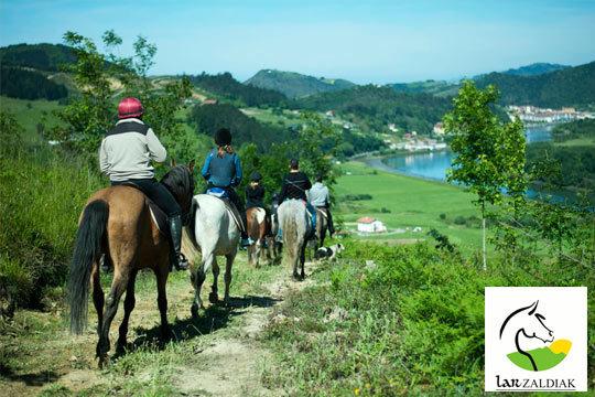 Vive una día inolvidable en Usurbil con un paseo a caballo de 2 horas ¡Para reponer fuerzas, pintxo de txistorra y pote de sidra o refresco!