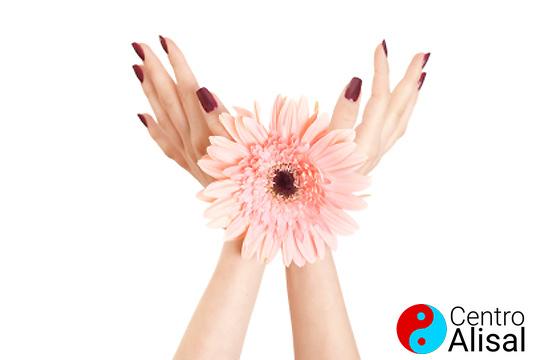 Presume de manos con la manicura del centro Alisal ¡Puedes elegir entre normal o permanente!