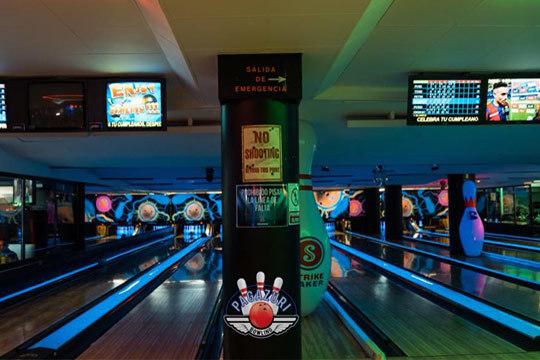Pasa una tarde especial con bowling y menú burger de burrito o costilla asada incluido ¡Aprovecha esta promoción para despedidas, cumpleaños, eventos especiales...!