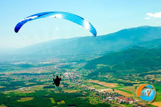 ¡Suelta adrenalina con un vuelo en parapente! Surca los cielos de Segovia y Guadalajara con un instructor cualificado y graba en vídeo HD toda la experiencia