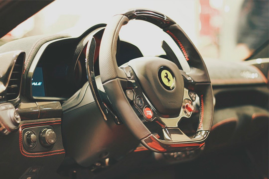 ¡Elige tu circuito más cercano y suelta adrenalina! Conducción de Ferrari F430 F1 + vuelta en un coche de alta gama + fotos + resfresco y más