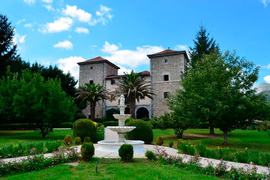 Disfruta de una romántica escapada al Palacio Torre de Ruesga 4* ¡1 o 2 noches con jacuzzi en suite o spa privado!