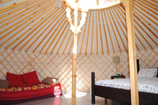Pasa una noche mágica en una yurta  o cabaña nómada en Campo de Reyes, Navarra ¡Un regalo perfecto para alguien especial!