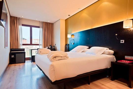 Haz una escapada y visita Pamplona ¡Noche con desayuno en el fabuloso hotel Abba Reino de Navarra!