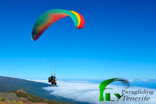 ¡Surca el precioso paisaje del Puerto de la Cruz en un parapente biplaza! Fly paragliding Tenerife te ofrece esta oportunidad única con opción a fotos y vídeo en HD de la experiencia
