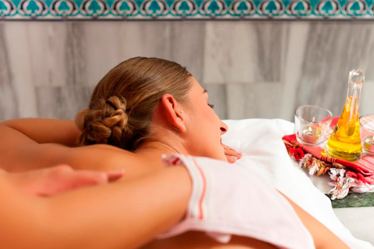 Disfruta sol@ o en pareja de este circuito Hammam con baño turco ¡Incluye masaje exfoliante y relajante, lavado, mascarilla facial y té árabe!