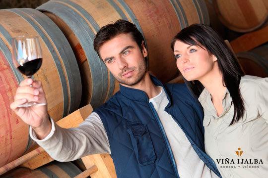 Descubre los secretos de la Bodega Viña Ijalba con una visita guiada con cata de vino ¡Conoce los entresijos del mundo de la vendimia!