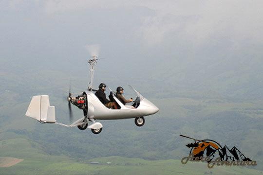 Experiencia inolvidable volando en autogiro en cualquier época del año ¡Siéntete libre mientras surcas los cielos!
