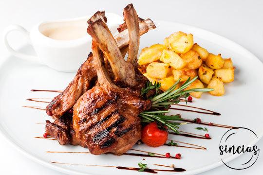 Exquisito menú gourmet con ibéricos, pescado, marisco y cordero