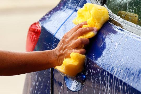 Luce coche impecable tras un lavado ecológico interior y exterior con desinfección por ozono en Car's Center ¡Complétalo con una limpieza de tapicería!