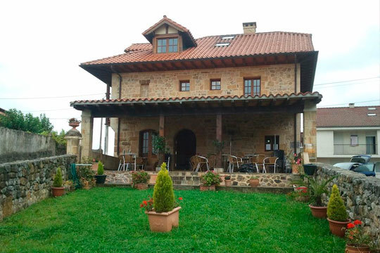 Escápate a Cantabria con una noche de alojamiento en la posada Hidalgo que incluye desayuno, comida o cena ¡ Y un romántico paseo en barco de Santander a Somo!