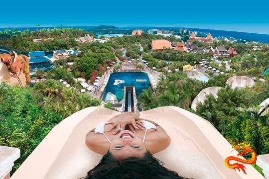 Disfruta de un día en familia o con amigos en el increíble parque acuático de Tenerife Siam Park ¡Elige entre entradas de adulto o niño!