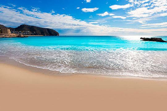 Disfruta de las playas de Benidorm en el puente de mayo: 4 noches en un fantástico hotel con pensión completa ¡Un lujo!