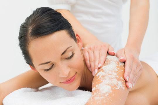 Peeling corporal antioxidante enriquecido con vitamina E + hidratación corporal con masaje