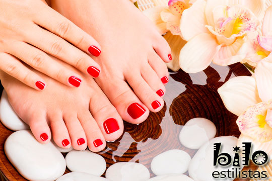 Disfruta de unas uñas cuidadas y con los colores de moda con estos tratamientos de manicura o pedicura en Peluquería y Estética Bilo ¡Elige entre esmalte normal o semipermanente!