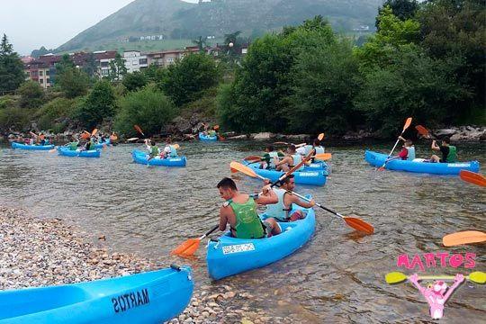¡Déjate llevar por el Sella! Descenso de canoas en Ribadesella realizando el tradicional recorrido de toda la vida
