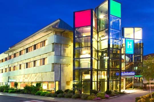 ¡Estancia de lujo en un hotel de 4 estrellas! Relájate con las comodidades que te ofrece Hotel Estrella del Norte con jacuzzi, gimnasio y parking