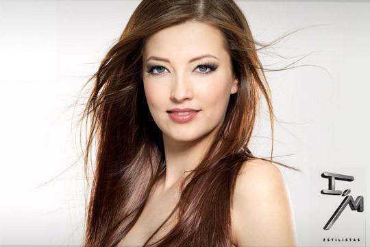 Presume de melena sana, llena de brillo y sin encrespamiento con un tratamiento capilar de keratina + corte ¡Hidratación profunda para tu cabello!