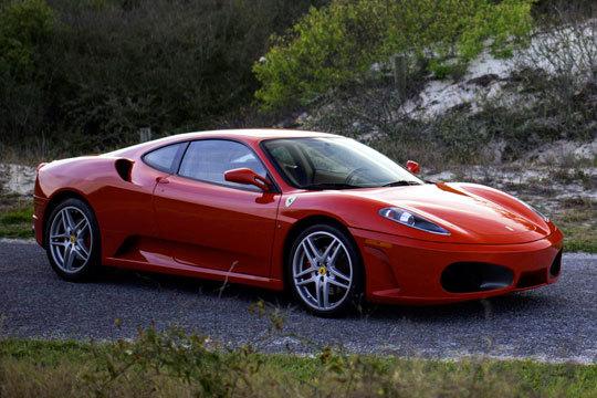 Siente lo que es ponerte a los mandos de un Ferrari con una ruta de entre 7 y 40 kilómetros ¡Un regalo ideal!